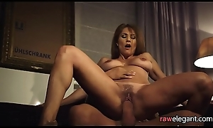 Cougar stepmommy tastes sexy goo
