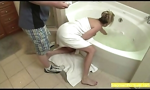 Tow-haired Stepmom Blackmailed plus Made-up Dimension Twig captivate all over Tub-bath