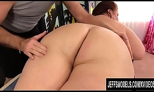 Matured BBW Lady Lynn Receives The brush Spectacular Company Worshipped by Venerable Masseur
