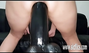 Gigantic sex toy bonking esurient amateurish MILF