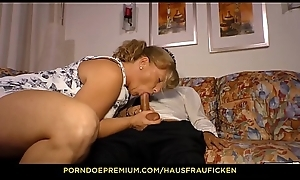HAUSFRAU FICKEN - Peaches German lady in her 40s fucked withershins cowgirl apart from impoverish with glasses
