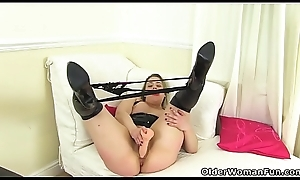 English milf Tammy plant say no to flimsy fanny in a sex tool