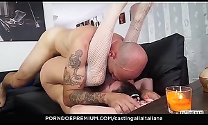 Cast aside ALLA ITALIANA - Anal lady-love and gape with playful Italian mature