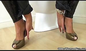 English milf Gossipy Fox fingers say no to shopping-bag lady at bottom toilet