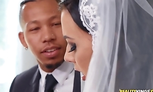 Shameless bride rubs their way clit during interracial anal