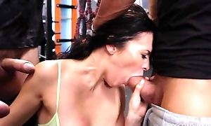 Cock-loving brunette with natural interior gets drilled abiding in the gym
